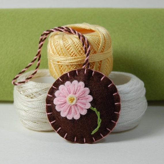 Wool Felt Scissor Fob - Pink Daisy Flower Hand Embroidered on Brown