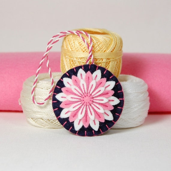 Wool Felt Scissor Fob - Pink & White Daisy Flower Hand Embroidered on Dark Navy Blue