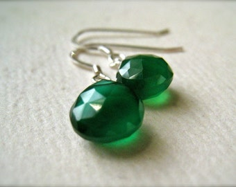 Stunnas Petite Earrings - green onyx earrings, green gemstone earrings, green drop earrings, emerald green earrings, holiday jewelry, DE09