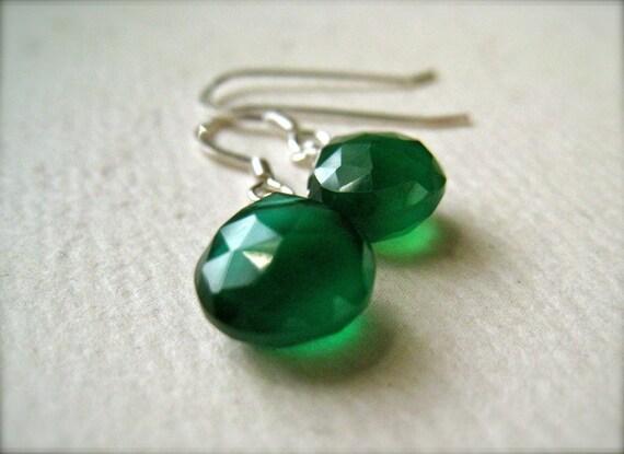 Stunnas Petite Earrings - green onyx earrings, green gemstone earrings, green drop earrings, emerald green earrings, holiday jewelry, DE09
