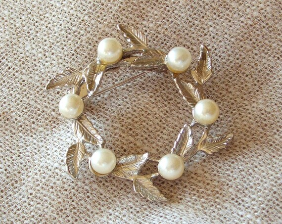 Vintage Pearl Wreath Circle Pin Signed Du Barry NYC Silver Tone