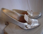 Vintage 60s Thom McAn Cool Mod Gold Metalic Lame Pumps Shoes AB RS Trim Size 6 6 1/2  7
