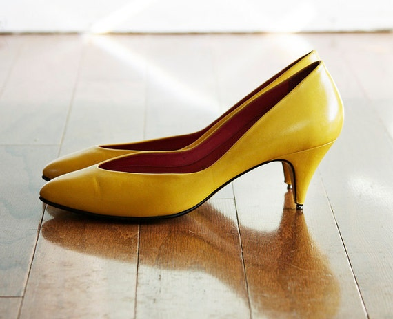 Little Mustard Seed Vintage Yellow Heels Pumps Shoes 7 M