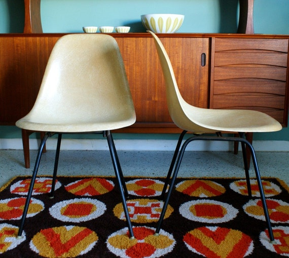 Vintage Set of Beige Early Eames Herman Miller Shell Chairs 1957 narrow mount