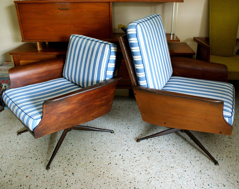 Pair Of Mid Century Modern Bent Plywood His And Hers Lounge