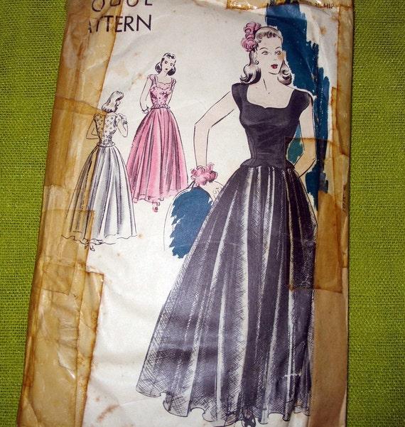 1943 Vintage VOGUE Sewing Pattern - Scoop Neckline Evening Gown - Camisole Top Underskirt - Vogue 5003 / Bust 32