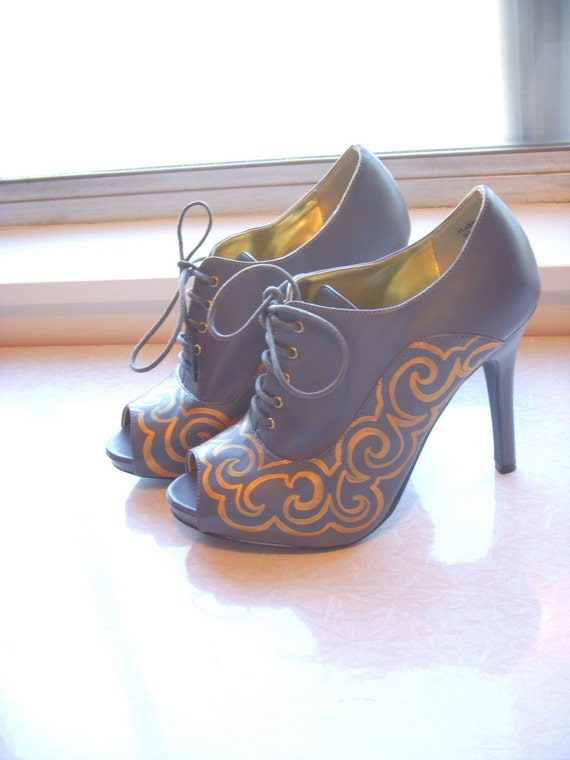 Glamor Curves Hand Painted Heels Sz 7.5