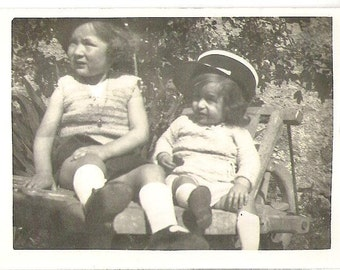 Two girls wearring gendarmes hats french vintage 30s photographie