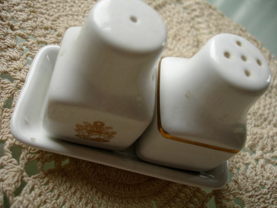 airline salt and pepper shaker set