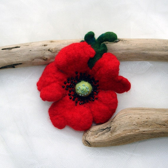 Red poppy sing Felt flower, Hand Felted Wool Flower Brooch, Felt red poppy pin