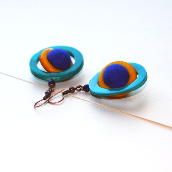 Dangle earings- felted wool and sea shell rings earings-Stylish  and fashionable- purple yellow and green- ready to ship