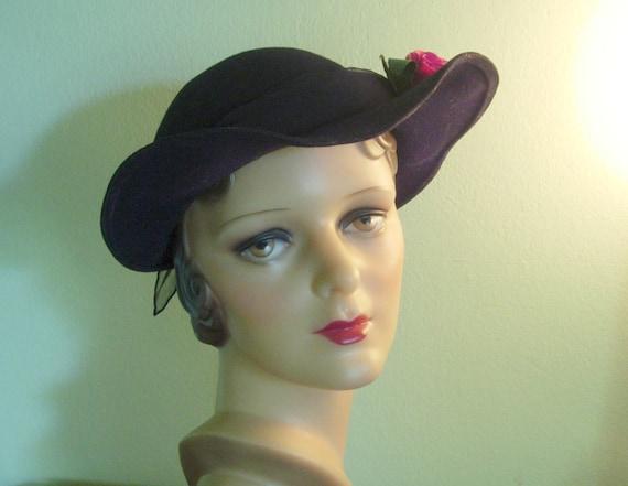 SALE Ends Oct 1st - STYLISH 1940s Black Felt Hat Size 22