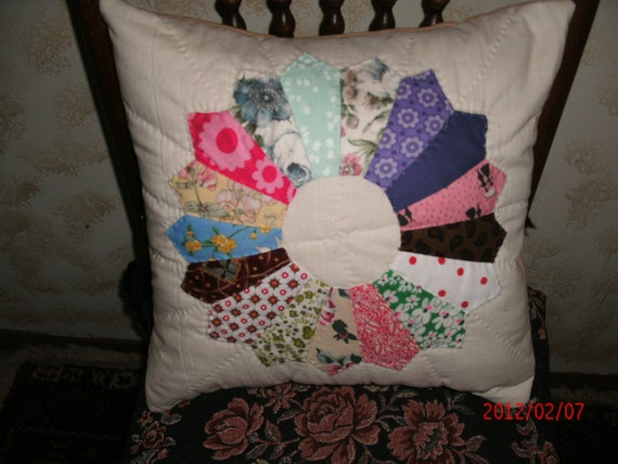 DRESDEN PLATE QUILT Pillow cover Hand Quilted