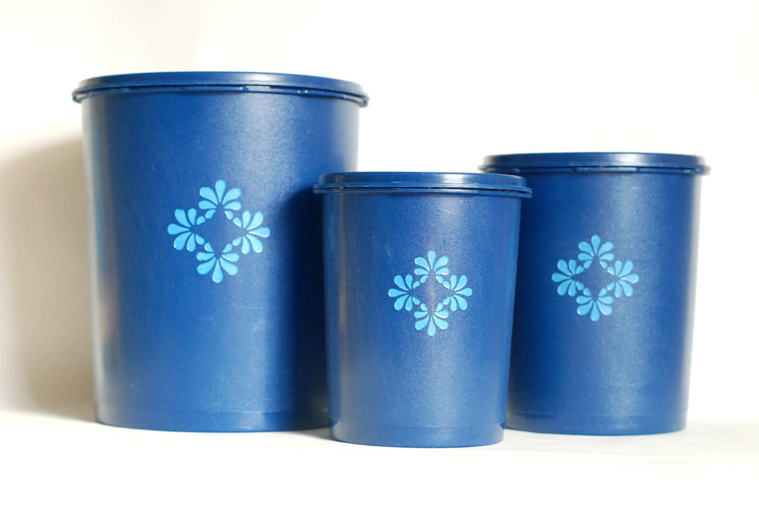 cobalt blue kitchen canisters vintage kitchenware cobalt blue tupperware by teaandlaundry 16744