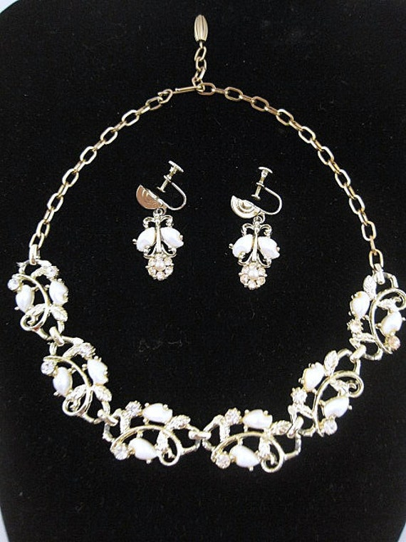 Beautiful Silvertone Necklace And Earring Set Vine Design With Rhinestone and Faux Pearls