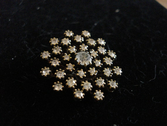 Rhinestone star shaped pin
