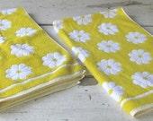 Sunny, Cheerful Daisies VINTAGE Towel Set Retro Sixties, Seventies