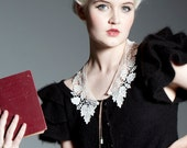 Lace Collar - Putting on Airs, Ecru with mint glass