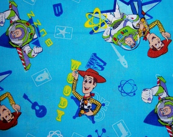 Kid's Hooded Bath/Pool Towel-- Disney's Toy Story Woody and Buzz