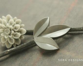 Hushed Grey wedding hair pins, bridesmaid hair accessory, bridal hair pins, dove gray flower and leaf bobby pins bridal party gifts