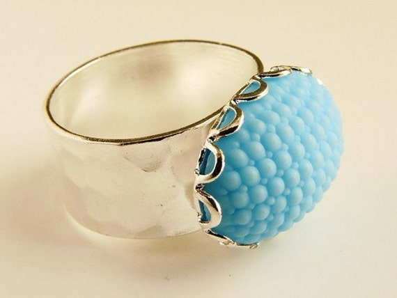 baby blue cocktail ring, vintage sky blue pebbled oval glass ring