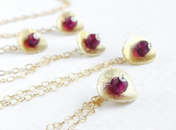 Pomegranate seed necklace, Bridesmaid jewelry Birthstone January garnet gold disc necklace personalized bridesmaid necklaces