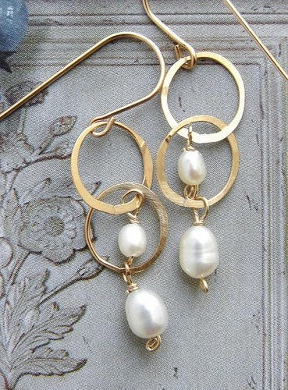 gold circles pearl drop earrings, bridal earrings, wedding jewelry, drop earrings, simple everyday pearl dangle earrings