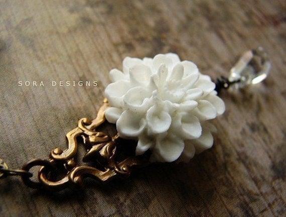 Snow White Gardenia Necklace - a great gift