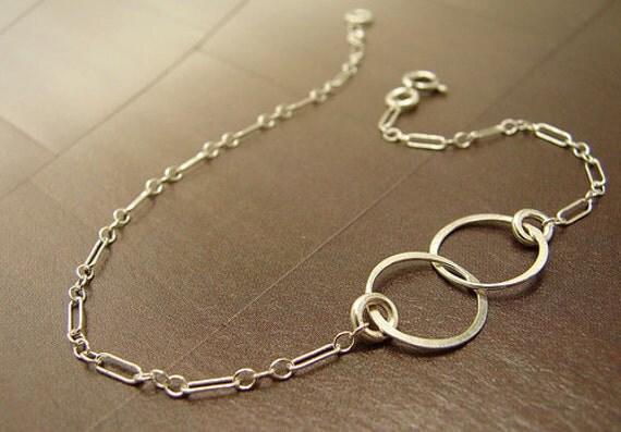 Silver Infinity Bracelet, Infinity jewelry Bridesmaid jewelry, wedding jewelry, Interlocking Hammered Circle Link chain bracelet