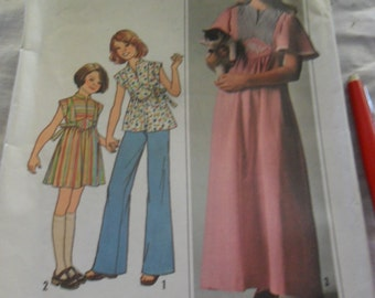 Vintage 1977 Uncut SImplicity pattern 7993 - Girls' Dress or top in 2 lengths - size 12