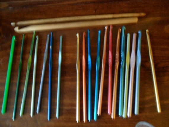 Just Reduced - 14K Gold Plated Crochet Hook plus 18 more Assorted Hooks Afghan - Tunisian
