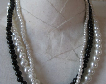Pearls White Black Necklace Three Strand