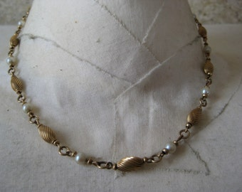 Golden Twist with Pearls - vintage necklace