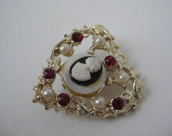 Golden Heart with Filigree and Cameo - vintage brooch