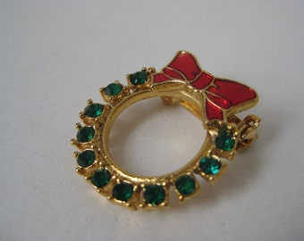 Christmas Wreath - vintage brooch