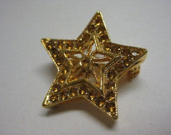 Golden Twinkle Star - vintage brooch