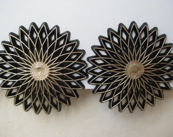 Very Chunky Black Gold Flower - vintage earrings