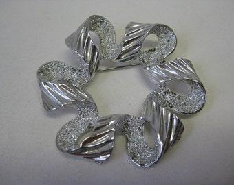 Modern Silver Brooch Ribbon Vintage Pin