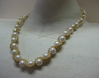 Golden Woven Pearls - necklace