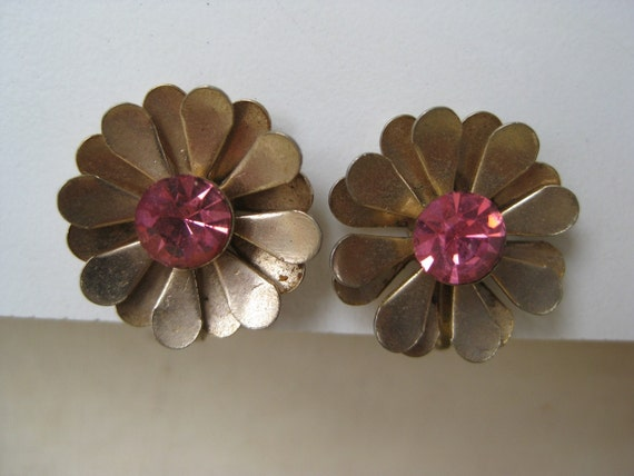 Gold and Pink Daisy - earrings