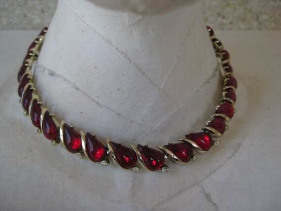 Red Teardrop with Twinkle in Gold - vintage necklace