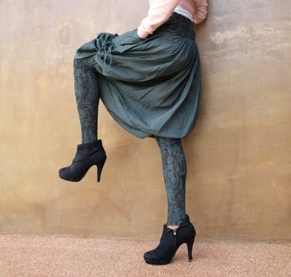 Helena Pants...Mix silk floral Forest Green  (S-L)