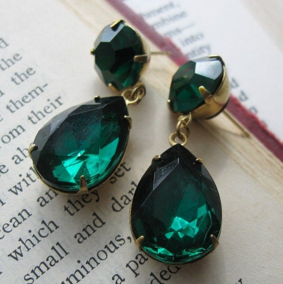 Angelina Jolie Earrings - Vintage Emerald Green Swarovski Jewel Earrings  . Medium Size . Oscars- FREE SHIPPING SALE