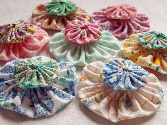 Vintage Feedsack Handmade Fabric  YO YO 1-inch and 2-inch yoyo Pom Poms Puffs Rosettes Quilt block applique Miniature HandMade 20 Yo Yo's