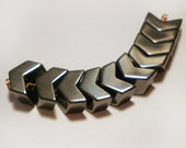 10pcs Arrow V shape Hematite Black stone bead