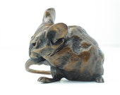 Natty mouse bronze sculpture, just over 2 inches tall