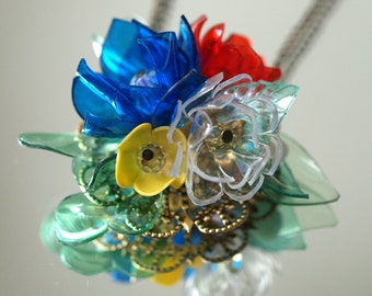 BOUQUET - Poéme et Temps - PET - plastic bottle jewellery PENDANT