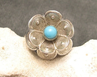 Vintage Ring Tall Tiered Flower R3926