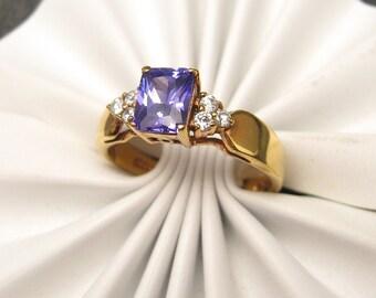 Vintage Ring Purple Rhinestones Size 12 R4205