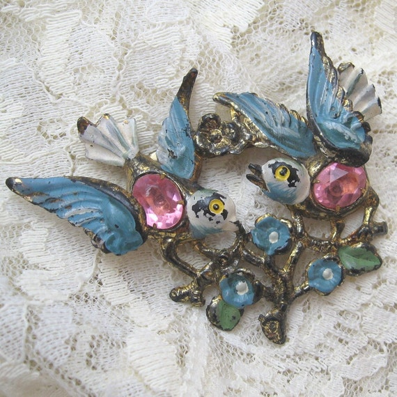 Sweet Vintage Enamel Bird Pin P1527